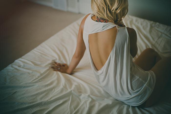 boudoir photographer, boudoir, natural light, naturally beautiful, bedroom, chasing light, leica, ©Gabe McClintock Photography | www.gabemcclintock.com